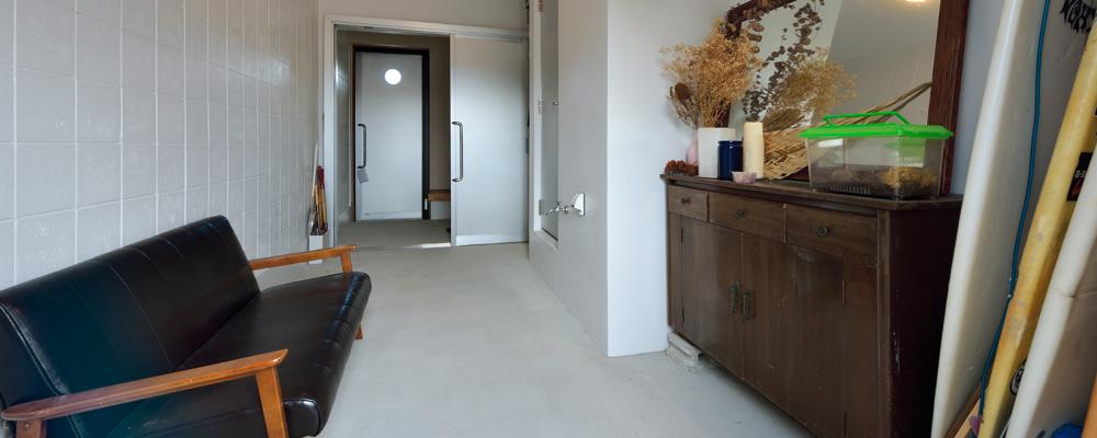 家中まるでワンルーム 広い玄関土間のある家