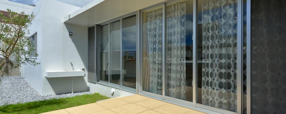 パブリック空間とプライベート空間が心地よくつながる家