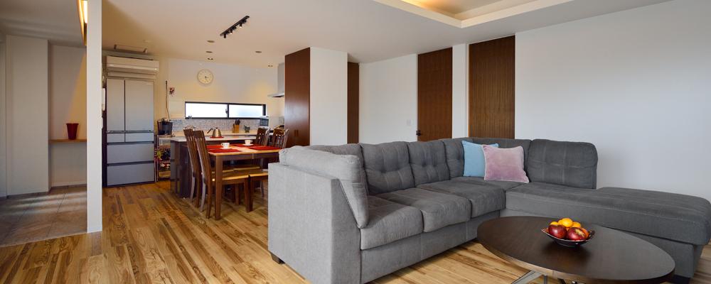 自然素材の質感にこだわった多様に変化できる2世帯住宅