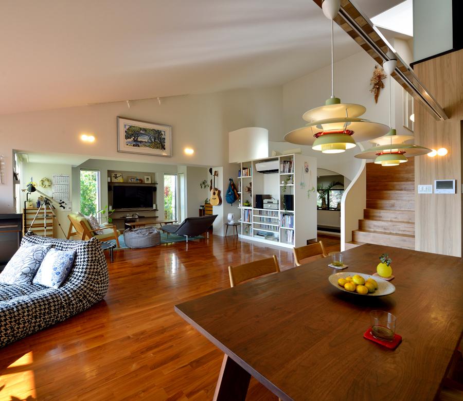 動線と視線をつなぎ、 爽やかな空気が巡る家にリノベーション