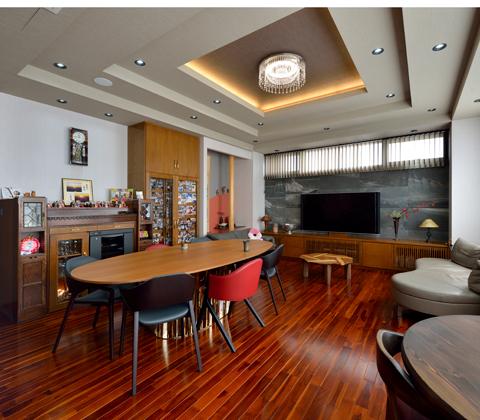 気積を大きく、素材にこだわり。 眼福を極めた職住一体型の家