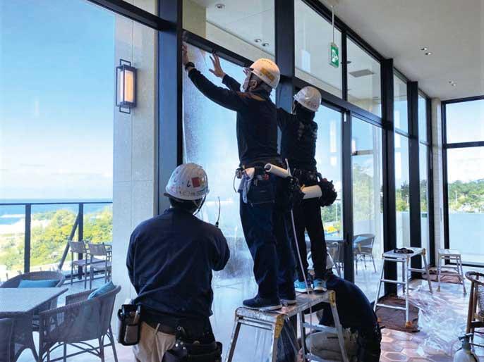 台風被害や遮熱にも性能を発揮 沖縄の窓ガラスに欠かせないウインドウフィルム