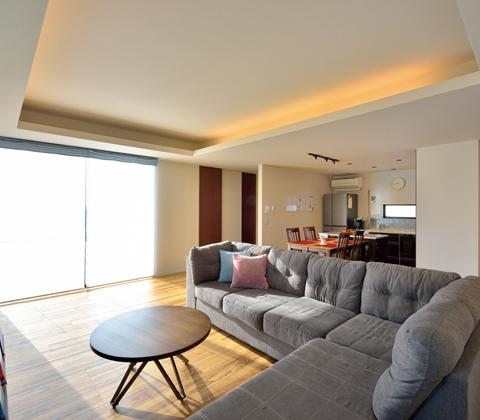 自然素材の魅力を暮らしの中に 多様に変化できる二世帯住宅
