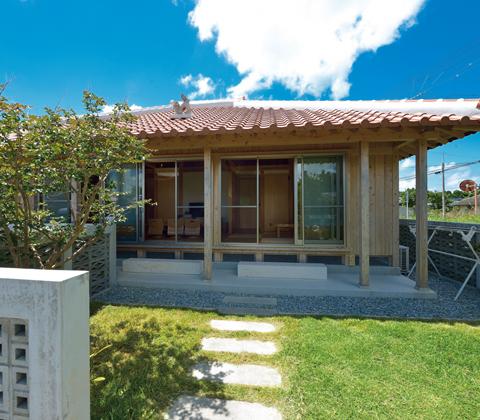 伝統の木造技術に新しい工法を取り入れて 沖縄の風土気候に適した木の家