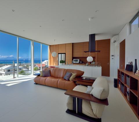 全面ガラス張りで景色を取り込む 開放感をどこまでも追求した海を眺めるための家