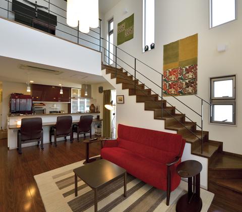 密集地の限られた空間にゆとりと贅沢感をもたせた3階建てのピロティハウス